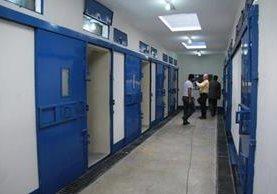 En junio del 2016 las autoridades dieron a conocer cómo es la prisión instalada en el Cuartel Militar Matamoros. (Foto: Prensa Libre: Hemeroteca PL)