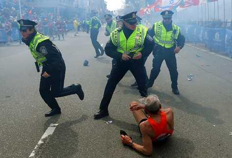 Cien personas murieron y decenas resultaron heridas durante las explosiones. (Foto Prensa Libre: AP)