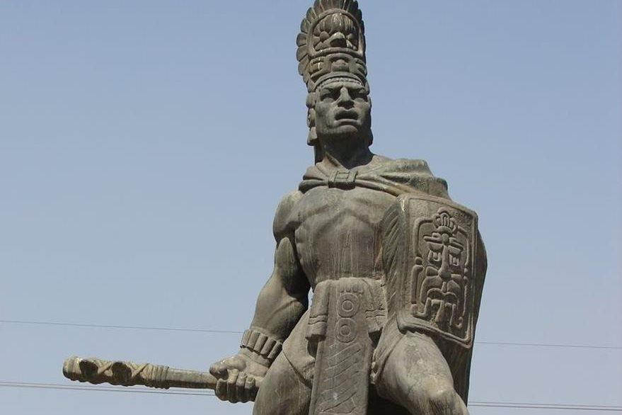 Estatua de Tecún Umán en la cabecera de Quetzaltenango. (Foto: Hemeroteca PL)