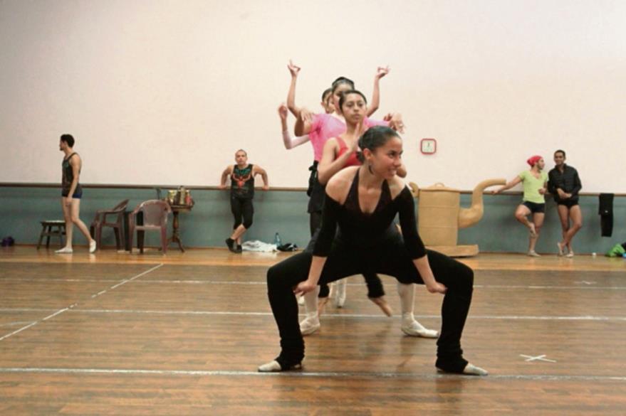 Más de  30 bailarines se integran en el  elenco de Las aventuras de Alicia.