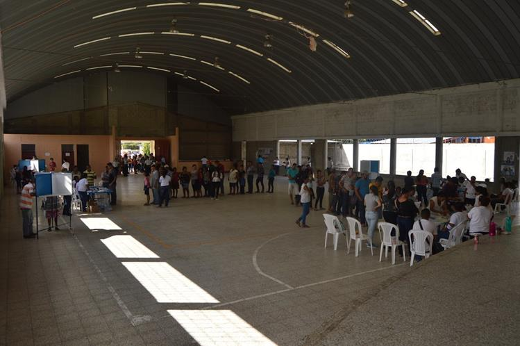 Vecinos de San Jorge, Zacapa, acuden a las urnas para elegir autoridades. (Foto Prensa Libre: Víctor Gómez)