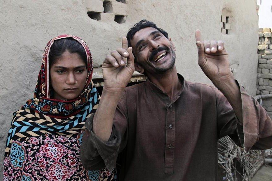 En diciembre pasado fue muy sonado el caso de la joven menor de edad Jaima (izquierda) que fue obligada a casarse con un hombre de 36 años, Mohammad Ramzan (derecha). (Foto Prensa Libre: AP)