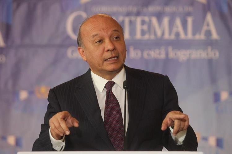 El ministro de cultura, Luis Chea Urruela demandará una aclaración a Miss Universo por el uso de la imagen de Tikal. (Hemeroteca PL)