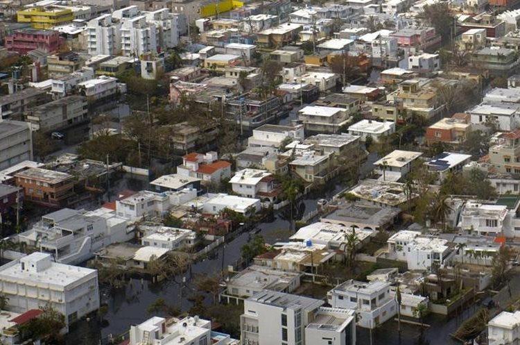 Poblados enteros se quedaron sin electricidad ni agua potable. (Foto Prensa Libre: AP/Ramon Espinosa)