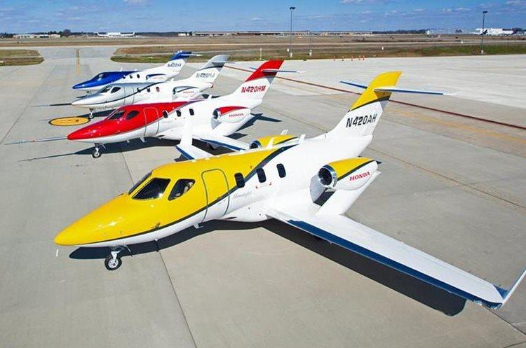 Modelos del HondaJet en sus diferentes colores. Tiene un costo aproximado de US$4.6 millones y está disponible en Guatemala y Centroamérica. (Foto Prensa Libre: www.infobae.com)