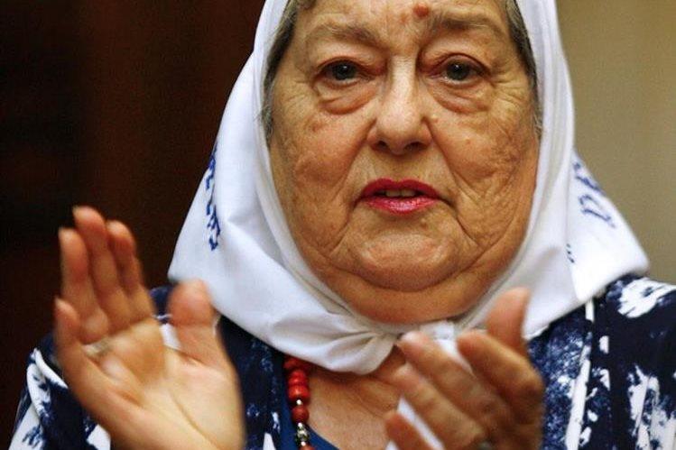 Hebe de Bonafini, símbolo internacional de la lucha contra la dictadura en Argentina. (Foto Prensa Libre: AFP).