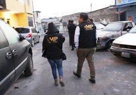 El Ministerio Público allana viviendas en busca de extorsionistas. (Foto Prensa Libre: MP)