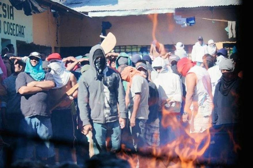Aparte del cobro de talacha, los internos en la cárcel preventiva para hombres de Jutiapa se amotinan con frecuencia. (Foto Prensa Libre: Hemeroteca PL)