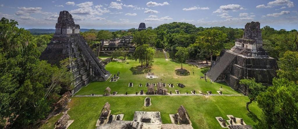 Es un centro religioso Maya y un majestuoso recuerdo de la potencia de los antepasados. (Foto Prensa Libre: airpano.com)