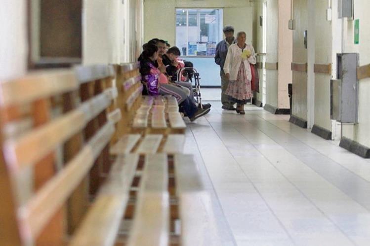 Vacía luce la consulta externa del Hospital Roosevelt. (Foto Prensa Libre: Edwin Bercián)