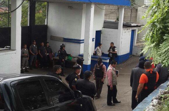 Agentes de la PNC han sido enviados a la cárcel de El Boquerón, en Cuilapa, para apoyar a guardias del Sistema Penitenciario. (Foto Prensa Libre: PNC)