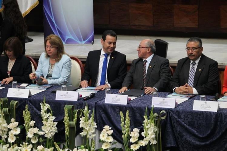 Medina presentó su informe de labores, actividad a la que asistió el presidente Jimmy Morales. (Foto Prensa Libre: Érick Ávila)