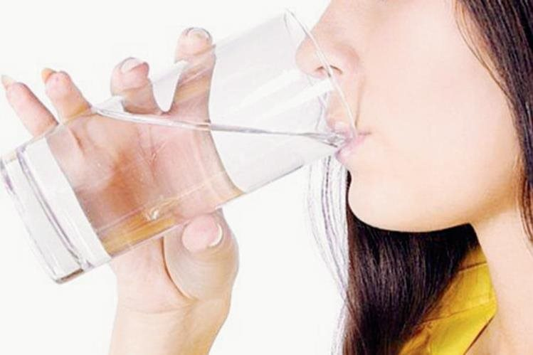 Tomar suficiente agua ayuda a la salud renal. (Foto Prensa Libre: Hemeroteca PL)