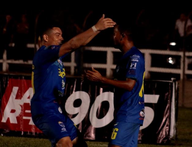 Cobán celebró la victoria contra Mictlán. (Foto Eduardo Sam).