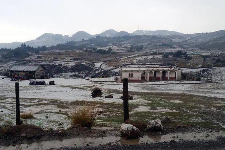 El paisaje cambió en comunidades de los Cuchumatanes, Huehuetenango, luego de granizada que cayó este jueves. (Foto Prensa Libre: Cortesía)
