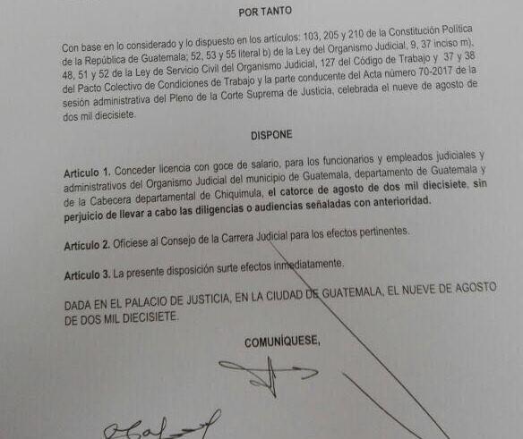 Extracto de la disposición del Organismo Judicial en la que autoriza el puente laboral para sus trabajadores. (Foto Prensa Libre: STOJ).