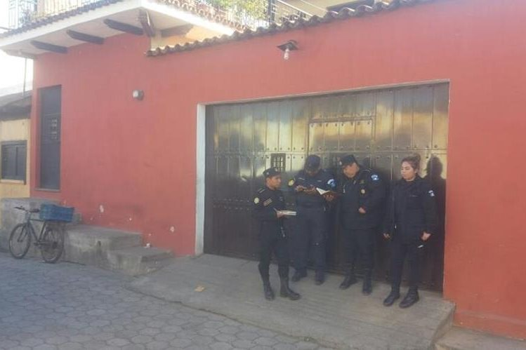 Peritos del MP coordinan allanamientos en Sacatepéquez, por empresa de café que es investigada. (Foto Prensa Libre: Renato Melgar)
