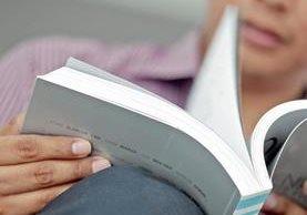 Los guatemaltecos cada vez se acercan más a las librerías para adquirir sus títulos favoritos, muchos de ellos de ficción o historia de Guatemala.