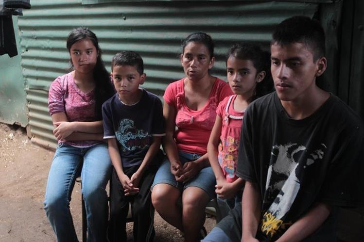 Niños nacieron con la ayuda de una comadrona, a quien la madre no pudo pagar sus servicios y no obtuvo constancia de nacimiento. (Foto: Erick Ávila)