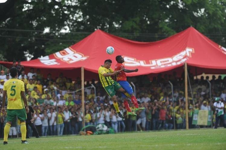 Guastatoya no pudo marcarle un gol a Municipal y llegará con mucha presión al duelo de vuelta. (Foto Prensa Libre: Edwin Fajardo)
