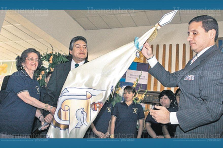 La Hemeroteca Nacional es condecorada con la Orden del Quetzal (Foto: Hemeroteca PL)