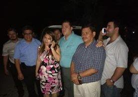 Nancy Sajché, gobernadora, se encuentra retenida por pobladores. (Foto Prensa Libre: Cristian Soto)