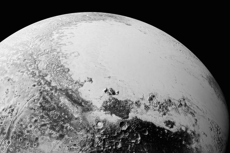 <em>El revoltijo montañoso podría representar enormes bloques de hielo flotando sobre un depósito de nitrógeno helado.&nbsp;&nbsp;&nbsp;&nbsp;&nbsp; (Foto Prensa Libre: AP).</em>
