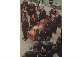 Doña Tere de Zarco, presidente de Prensa Libre, en un homenaje póstumo el 25 de diciembre de 1998, en Prensa Libre. (Foto: Hemeroteca PL)