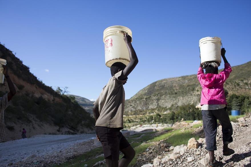 En los últimos tres años ha habido una feroz sequía que ha agravado la miseria de numerosos haitianos que ya vivían en la pobreza absoluta. (Foto Prensa Libre: AP).