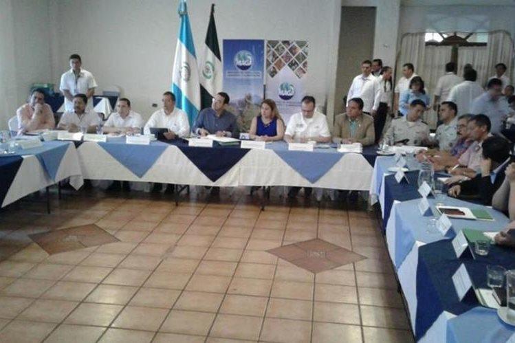 Vista de la reunión entre gobernadores y el presidente Jimmy Morales. (Foto Prensa Libre: Melvin Popá).
