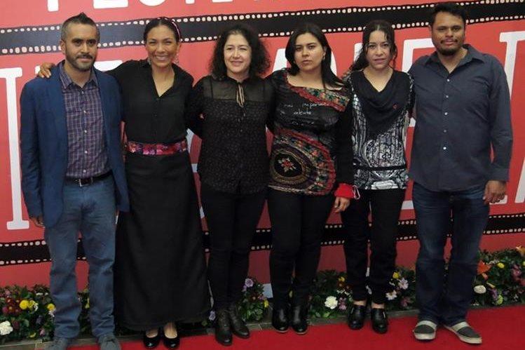 El reparto y el equipo del filme La casa mas grande del mundo participa en el Festival Internacional de Cine de Morelia. (Foto Prensa Libre: AP)