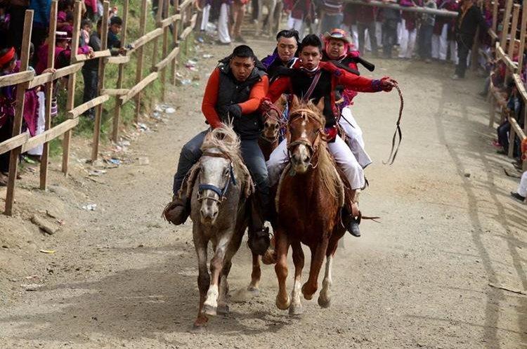 Los caballos utilizados en la carrea de cinta son desconocidos para el jinete, ess parte de las dificultades del evento.