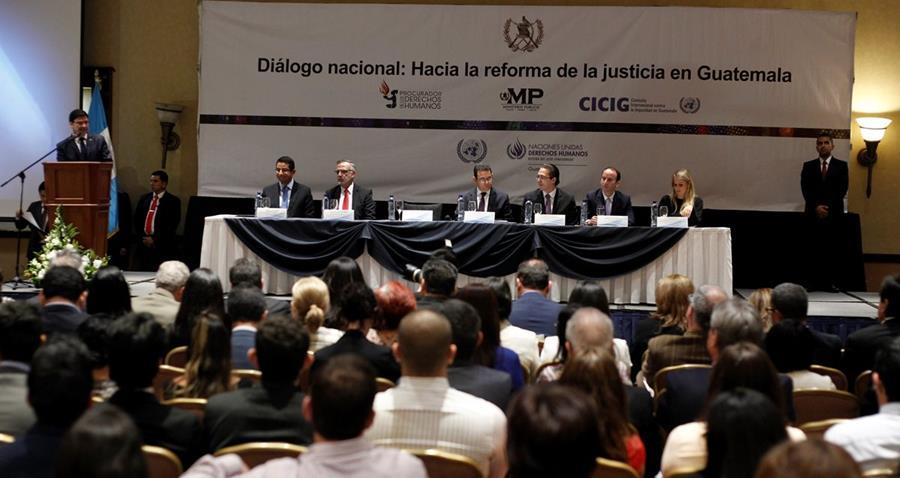 Presentación de los resultados de los diálogos regionales con la sociedad civil en torno a las reformas al sector justicia. (Foto Prensa Libre: Paulo Raquec)