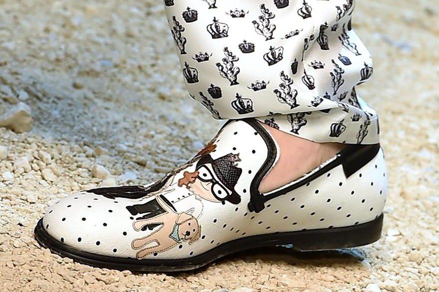 Zapatos tienen diseños con figuras de vaqueros. (Foto Prensa Libre: EFE).