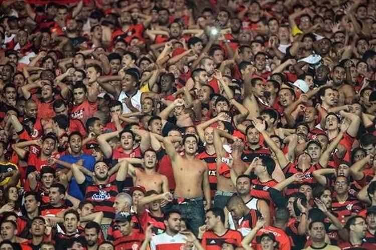 Incidentes entre aficionados en el futbol brasileño. (Foto Prensa Libre: Hemeroteca PL)