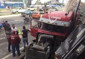 Piloto pierde control de frenos y embiste a varios vehículos