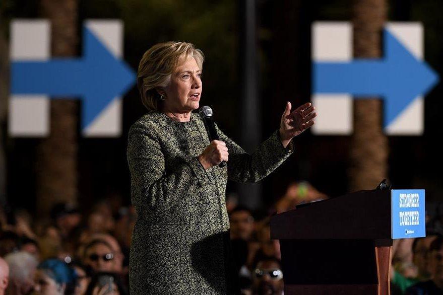 Hillary Clinton, candidata de los demócratas, lleva ventaja en los sondeos. (AFP)