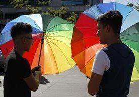La comunidad LGBT desfila en el Centro Histórico.