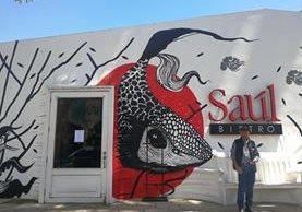 Restaurantes como Café Saúl cerraron sus puertas y permitieron a sus colaboradores asistir a la marcha pacífica este 20 de septiembre de 2017. (Foto Prensa Libre: Carlos Vicente)