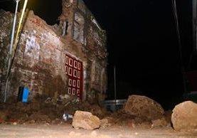La iglesia Santa Lucía, en San Sebastián, Retalhuleu colapsó a causa del sismo. (Foto Prensa Libre: Rolando Miranda)