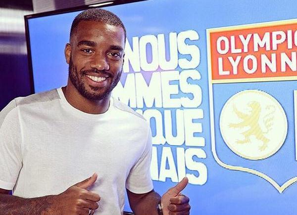 Lacazette seguirá en las filas del Lyon por varias temporadas. (Foto Prensa Libre: Alexandre Lacazette/Twitter)