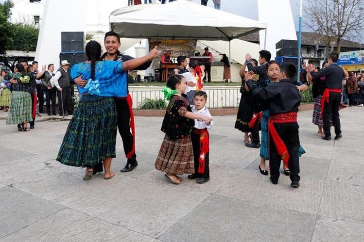 Al evento asistieron decenas de niños y jóvenes quienes disfrutaron de las melodías del instrumento musical a cargo de Teclados Ordoñez. (Foto Prensa Libre: Eduardo Sam)