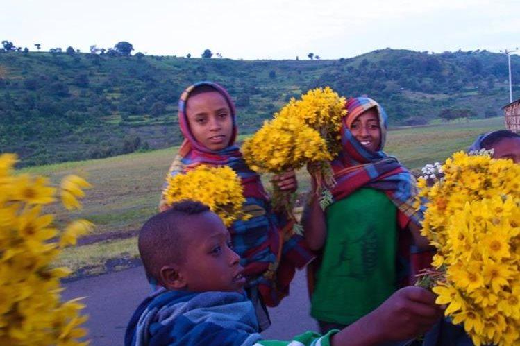Niños etíopes durante el primer día del año en su país.