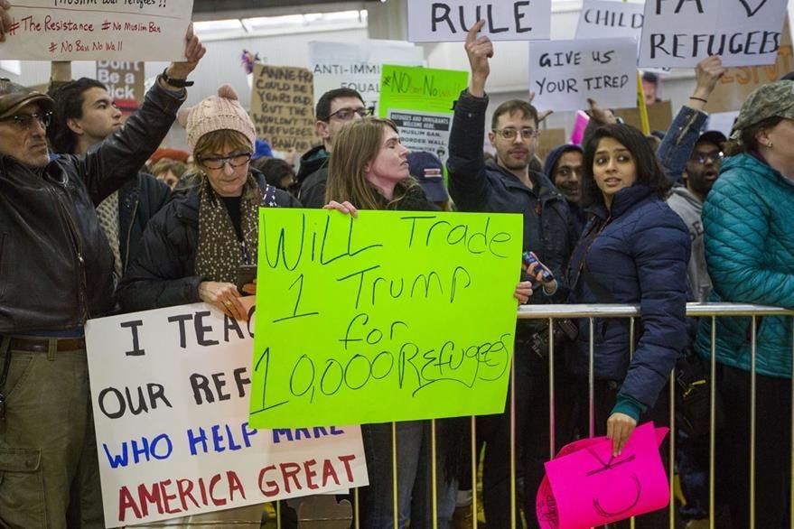 Protestas en Filadelfia contra decreto de Trump. (AFP)