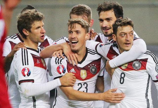 Max Kruse celebra el 2-1 de Alemania (Foto Prensa Libre: EFE)