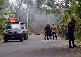 El ingreso a San Marcos Palajunoj fue bloqueado por los pobladores. (Foto Prensa Libre: Rolando Miranda)