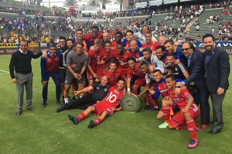 Jugadores del FC Dallas festejan luego de finalizar la temporada regular como superlíderes de la Conferencia Oeste. (Foto Prensa Libre: FC Dallas).