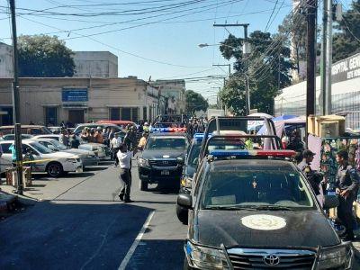 El lugar donde ocurrió el ataque fue acordonado por las fuerzas de seguridad. (Foto Prensa Libre)