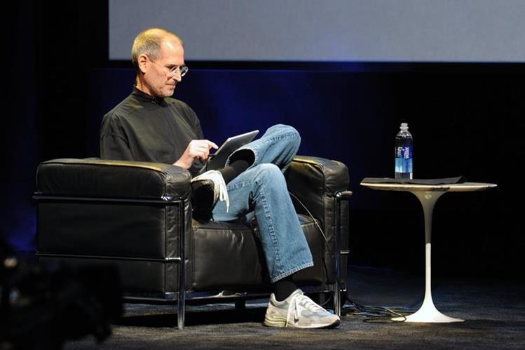 Steve Jobs revolucionó el mercado de los teléfonos inteligentes y las tablet. (Foto Prensa Libre: Hemeroteca PL).