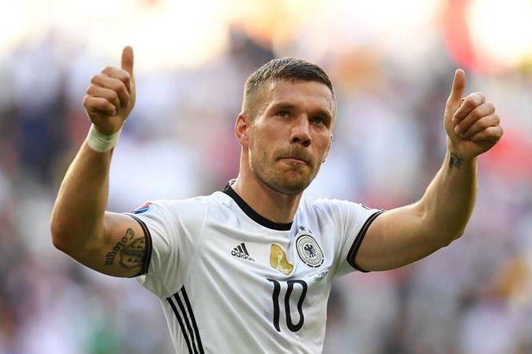 Podolski ansía que su amigo Schweinsteiger regrese a jugar con el United. (Foto Prensa Libre: Hemeroteca)